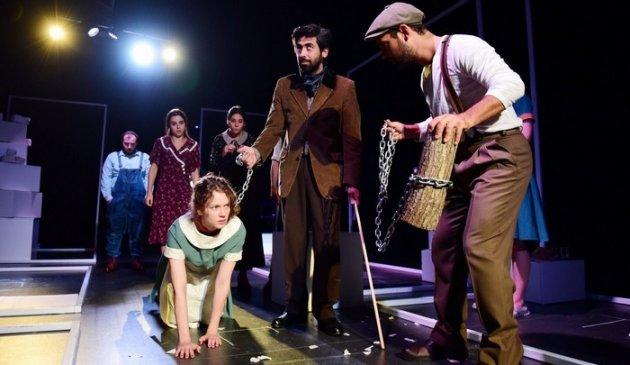 LARS VON TRIER' İN SİNEMA BAŞKALDIRISI SAHNELERDE! : DOGVILLE / Yaşam Kaya